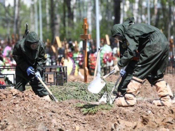 Коронавирусный скандал в Петербурге: женщина неделю не может похоронить мать